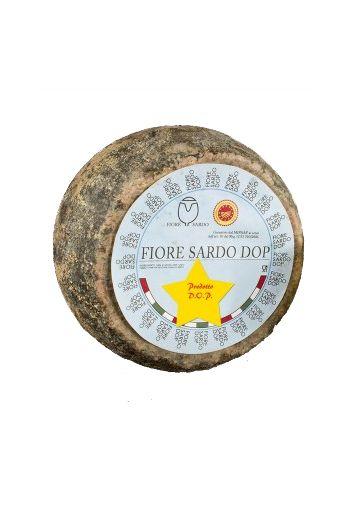 Il #formaggio Fiore Sardo è prodotto con l'uso di latte di pecore della razza autoctona Sarda ed è uno dei formaggi più conosciuti della Sardegna. E' un tipo di formaggio a pasta dura cruda, prodotto esclusivamente con latte intero di pecora fresco, coagulato con caglio di agnello o più raramente di capretto.  http://www.cuordisardegna.com/it/formaggio-sardo/21-formaggio-fiore-sardo-dop-1-forma.html