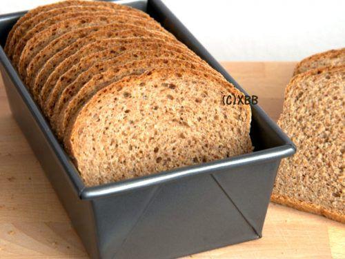 Volkorenbrood van 100% tarwe, recept, brood bakken, oven, busbrood, gezond, vezels, boterham, ontbijt, lunch, bijgerecht, onderweg, school, werk, eten.