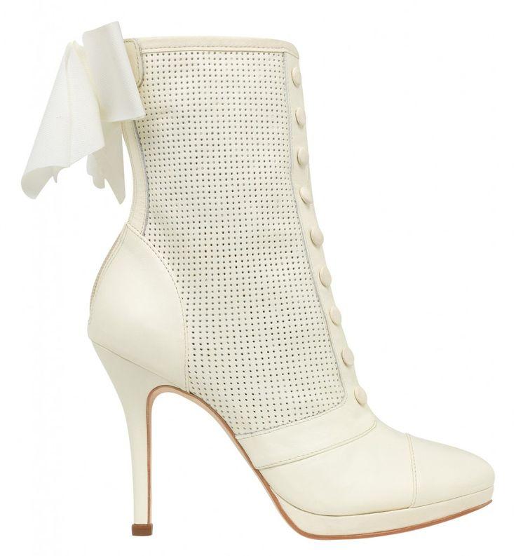 Bottines en cuir blanches - Chaussures mariage Delphine Manivet pour Cosmo Paris - bottines Théophile blanches - La Fiancée du Panda Blog Mariage  Lifestyle