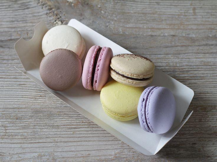 Макаронс - это пирожное, которое редко оставляет равнодушным.😻 Французское лакомство создается из миндальной муки высокого качества, сахарной пудры, яичного белка. Состоит из двух нежных хрустящих печений, соединенных кремом. Мы используем только натуральные начинки 👆. Наши вкусы: маракуйя, черная смородина, вишня, молочный шоколад, белый шоколад, темный шоколад 🍫  Стоимость набора из 6 шт. 420₽ при заказе с тортиком, а при заказе без торта стоимость набора составит 600₽  Специалисты…