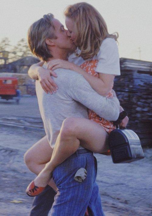 """Allie """"Tu credi che, il nostro amore riesca a fare miracoli?"""" Noah """"Oh, sì certo. È questo che ti riporta a me tutte le volte."""" Allie """"Tu credi che, il nostro amore potrebbe portarci via insieme?"""" Noah """"Io credo che, il nostro amore possa fare tutto quello che vuoi.""""  dal film """"Le pagine della nostra vita"""""""