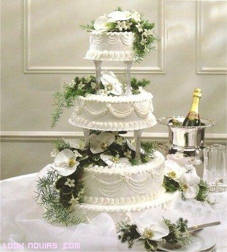 Consejos para novios: Cakes Ideas, Tiered Cakes, Weddings, Cakes Decor, Flowers Cakes, White Cakes, Cakes Flowers, White Wedding Cakes, Wedding Cakes Design