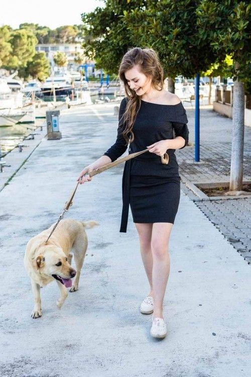Rochie lejera grafit Reflex: rochia lejera, mereu în tendințe, niciodată demodată și iubită de fiecare dintre noi. Este o ținută ce o poți purta în orice moment al zilei,