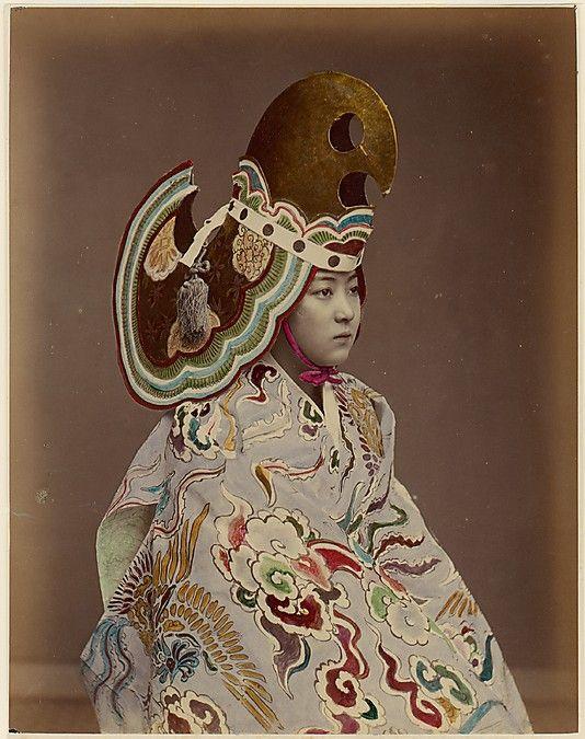 舞楽衣装(Bugaku Costume) 1880s l Japanese 舞楽(Bugaku)とは、舞(Mai)をともなった雅楽(Gagaku)を指している。 口承などでは平安時代(10th)からの歴史をもつとされるものが多い。