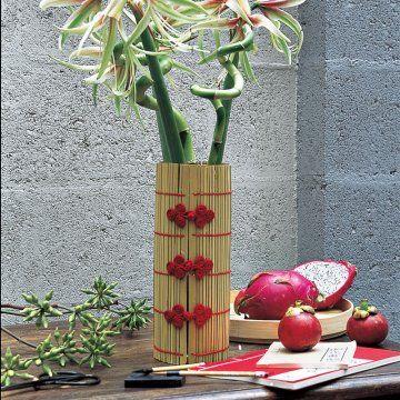Un vase chinois avec un set en bambou / A Chinese vase with bamboo