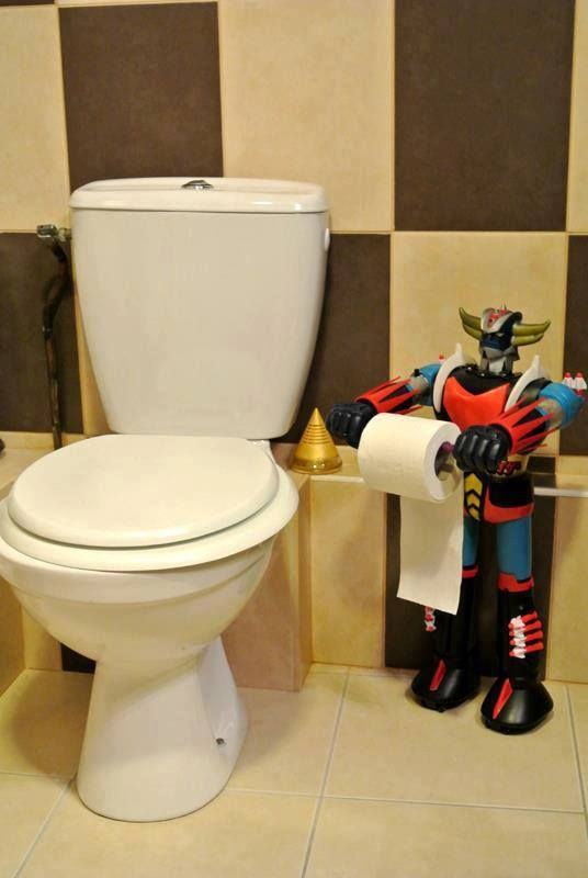 Mazinger (Goldorak) near the toilet seat...