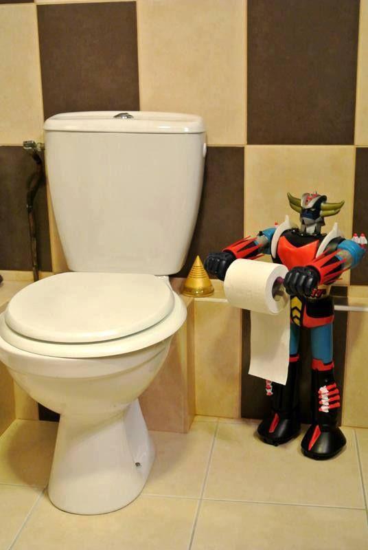 Mazinger (Goldorak) near the toilet seat...Curiosité  #geek ! La chanson du générique m'est venue en voyant cette image ;)