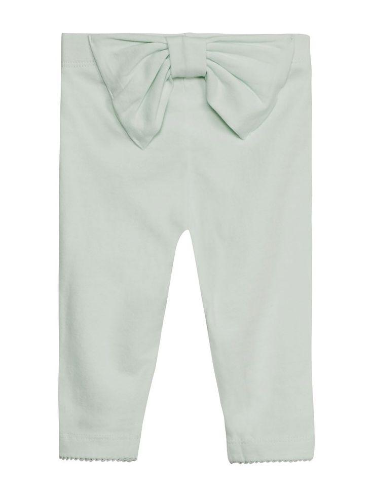 Letar du efter leggings till de yngsta barnen? Hos KappAhl hittar du ett par leggings i mjuk ekologisk bomull med en rosett baktill från Newbie. Köp online eller i butik nära dig!