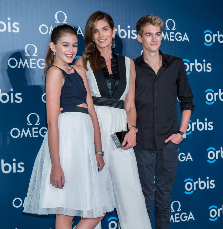 Cindy Crawford poses with her lookalike kids in color-coordinated outfits
