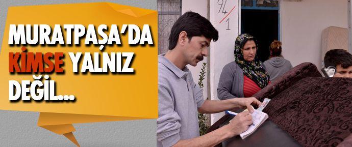 Antalya Muratpaşa Belediyesi Sosyal Yardım Merkezi, Yeşildere Mahallesi'nde bir gecekonduda yaşayan aileye eşya yardımında bulundu.