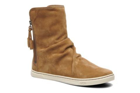 Laatste modetrend voor vrouwen! Het van oorsprong Australische merk staat bekend om de fabricage van schoenen met een uitstekende kwaliteit. Deze laarsjes hebben we te danken aan surfers, die ze lekker warm vinden na het surfen. Vervolgens zijn ze omgevor ...