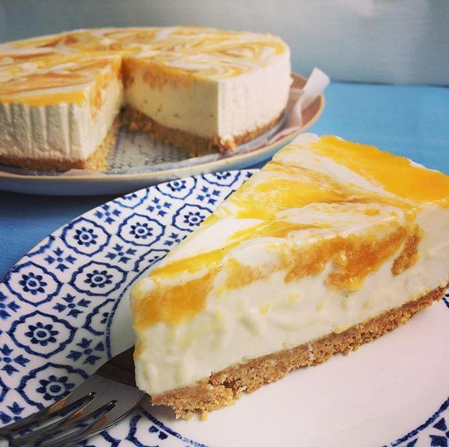 Yoghurttaart met mango en witte chocolade! 💕 #comingsoon #yoghurttaart #mango #wittechocolade #kokosbodem