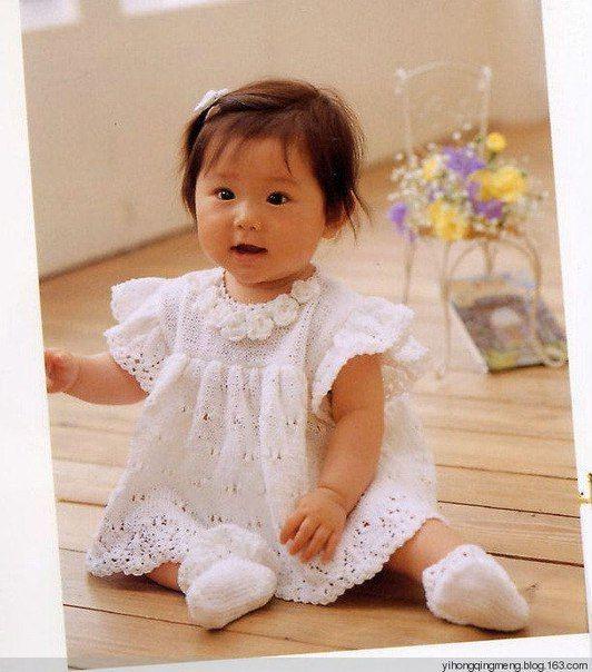 Как связать спицами платье для маленькой девочки. схема вязания нежного платья для малышки спицами. Вяжем детское платье с нежным узором по схеме с описанием.