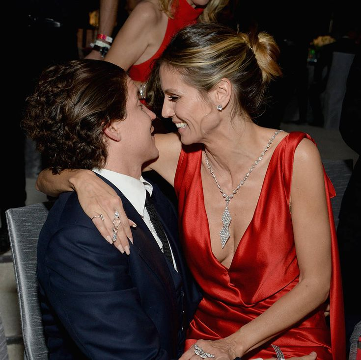 Heidi Klum & Vito Schnabel from Oscars 2017: Party Pics  The couple gets cozy at the 25th Annual Elton John AIDS Foundation's Academy Awards viewing party.
