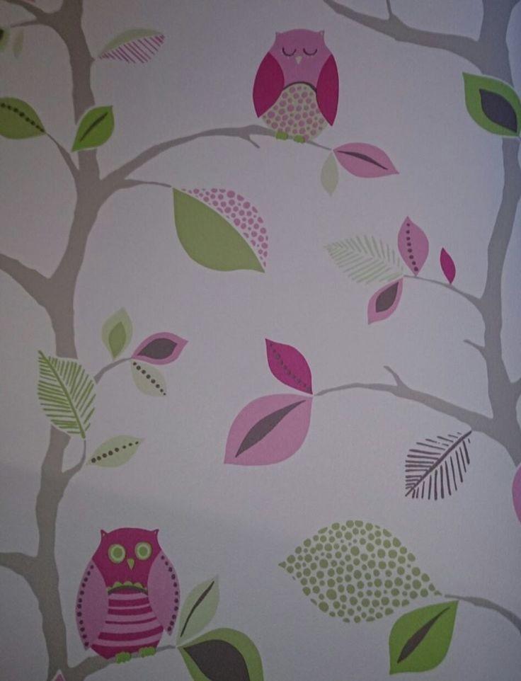 Detalle de papel estampado para dormitorio infantil o sala de juegos.