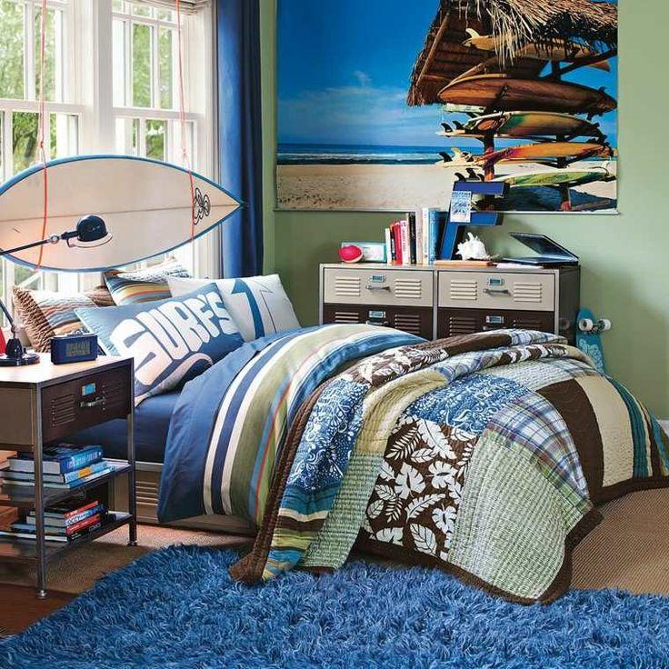 lit pour ado et décoration de chambre de garçon avec planche à surf