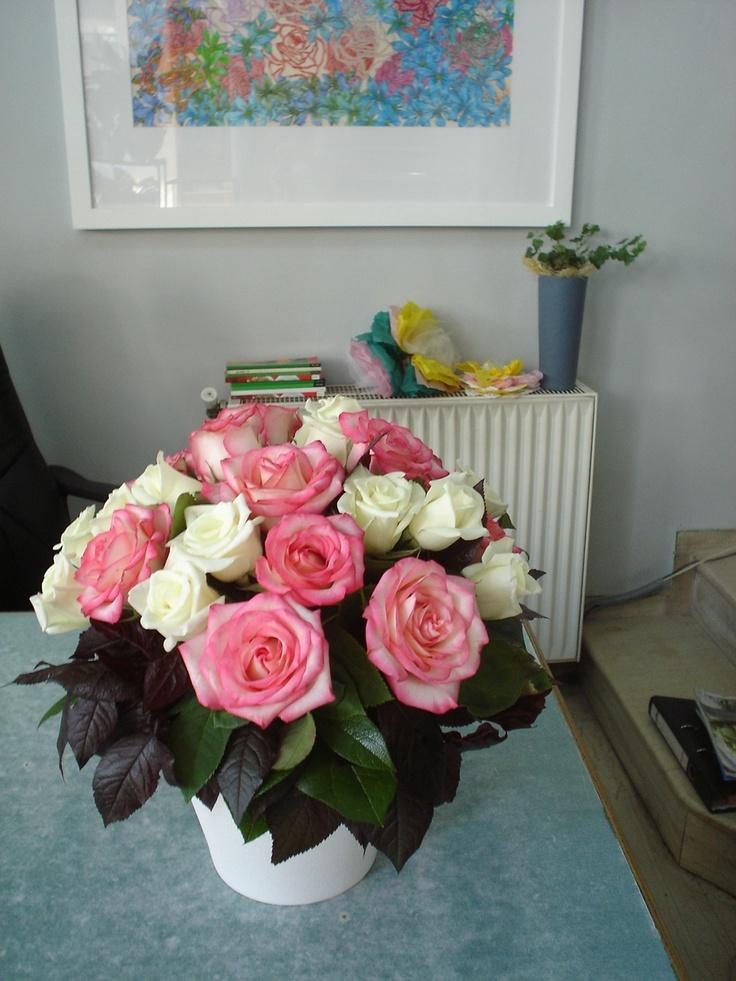 Moustakas flowers arrangement with roses #roses #arrangement #bloomydays #pinkroses