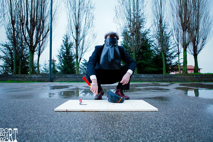 Murat Onol in a video project of contemporaney art by Alessandro Pucci www.reportart.it