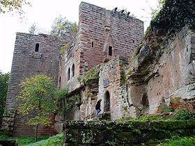 Le Château du Wasenbourg est une ruine du XIIIe siècle situé dans le département du Bas-Rhin, au cœur des Vosges du Nord. Il culmine à 432 mètres sur la colline du Reisberg.