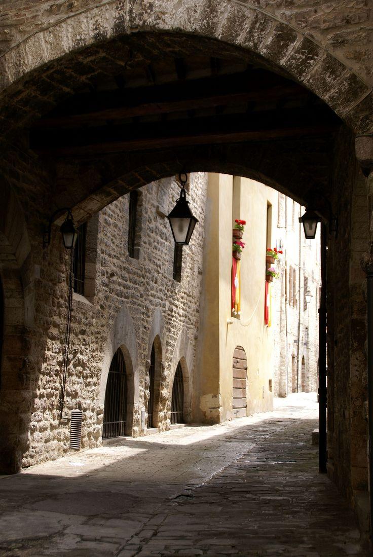 Via Baldassini, Gubbio, Umbria_ Italy