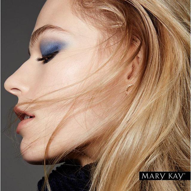 Что модного? 👌Бесцветные губы. Нюдовый макияж теперь не требует полного покрытия губ помадой естественных оттенков. Вы можете вообще не использовать помаду — только прозрачный бальзам для губ или легкий блеск. Такой образ будет выглядеть невероятно свежим и натуральным. А можно добавить немного естественного розового цвета — для эффекта зацелованных губ.  #marykay #marykay_kz #marykaykazakhstan #Тренды #ОсеньЗима2016 #TrendAlert #FW2016 #ПодиумныйСтиль #followme #girl