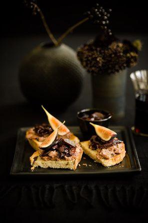 We love figs! Fig Bruschetta #recipe by @sweetpaul
