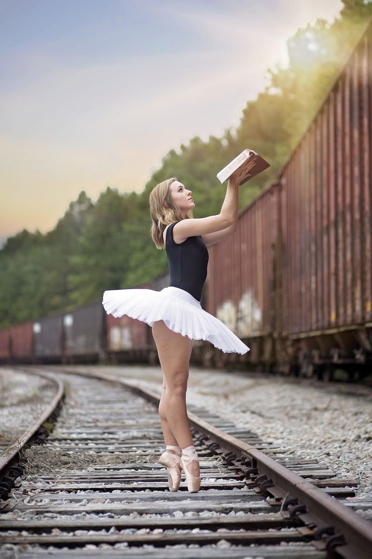 south carolina dance photography | South Carolina Governor's School for the Arts | SCGSAH | Greenville photographer | pointe | ballet | modern dance | senior portrait ideas for girls | pickens photographer | clemson photographer | railroad tracks | christian senior portraits