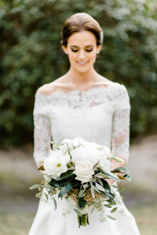 Southern Wedding Ideas. Fall wedding in Georgia. Navy blue long Dessy bridesmaids dresses. Pronovias wedding dress. White bouquet with magnolia leaves.