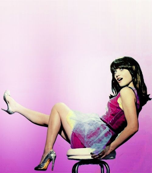 Zooey Deschanel- I love the color scheme of this photo!