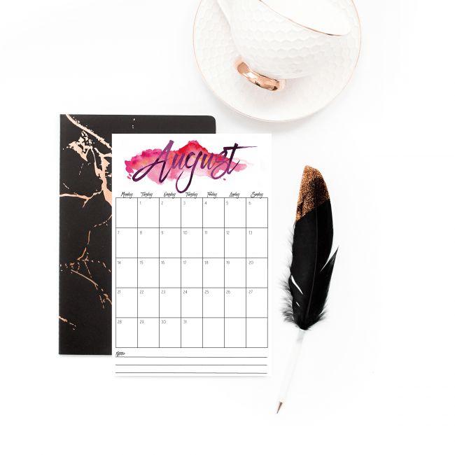 Gratis kalender med store og gode ruter til å notere i