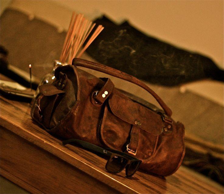 Goat leather duffel bag Men's fashion