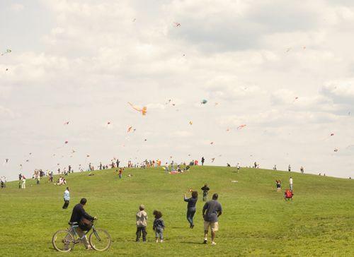 kite hill: Kids Plays, Paul Octavi, Art, Photo Projects, Fun Projects, Doce Paul, Prints, Pauloctavi, Kites Hill