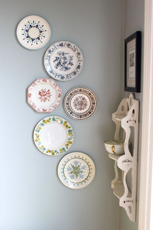 Superieur Pretty Plate Wall And Amazing Vintage Shelf