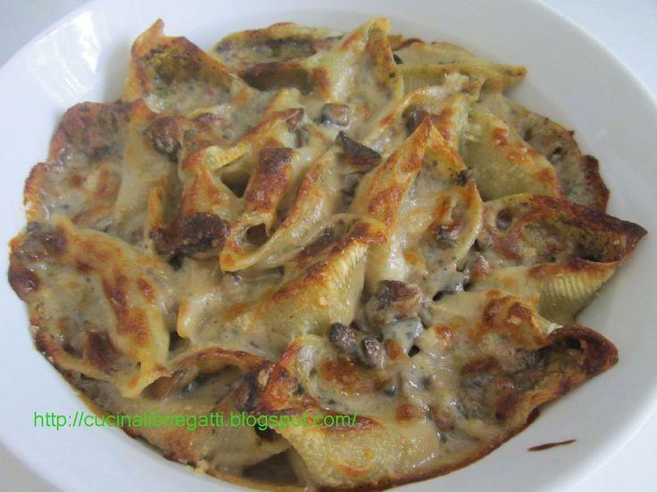 I conchiglioni ripieni alla boscaiola sono una valida alternativa alle lasagne ed ai cannelloni, saporita ma anche molto sfiziosa