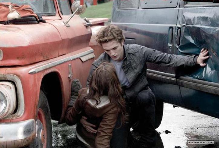 """You- you stopped the van. You pushed it away with you hand.""Twilight Geek, Team Twilight, Romantic Vampires, Edward Bella, Saga Pics, Twilight Saga, Favorite Sean, Saving Bella, Edward Saving"