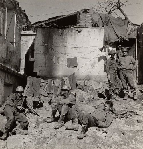 American Mortar Crew, San Clemente Front (B) , Italy,1944 Gelatin silver print © The Irving Penn Foundation