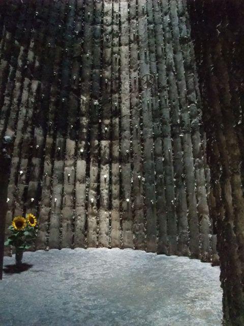 ブラザー・クラウス・フィールド・チェペル/ピーター・ズントー/ケルン/2007/セルフビルド/燻した木の跡