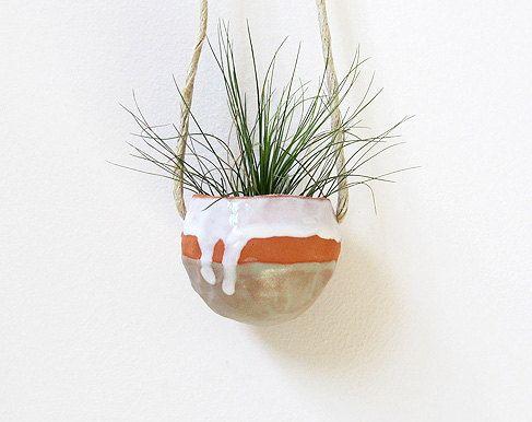 Michael Mcdowell of Mudpuppy makes the most beautiful ceramics.Plants Can, Hanging Ceramics, Hanging Pinch, Hanging Plants, Beautiful Ceramics, Air Plants, Mcdowell Ceramics, Ceramics Pinch, Pinch Pots
