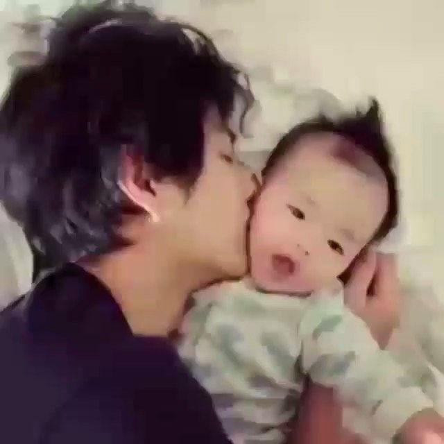 الحين ذا بيك ولا تاي اكسوال اكسو بيكهيون اكسوالز Exo Exols Exol Baekhyun Tae V Bts بتس بي تي اس ارمي Good Good Father Baby Daddy Daddy