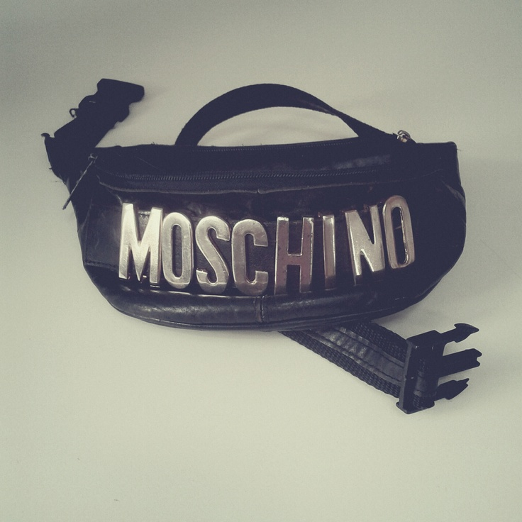 One of my favourite accessories - Moschino sachet from Flohmarkt Am Mauerpark in Berlin, bought for 5 EUR. / Photo by @Tomasz Jurecki #wysokipolysk #fleastyle #fleamarket #flohmarkt #moschino