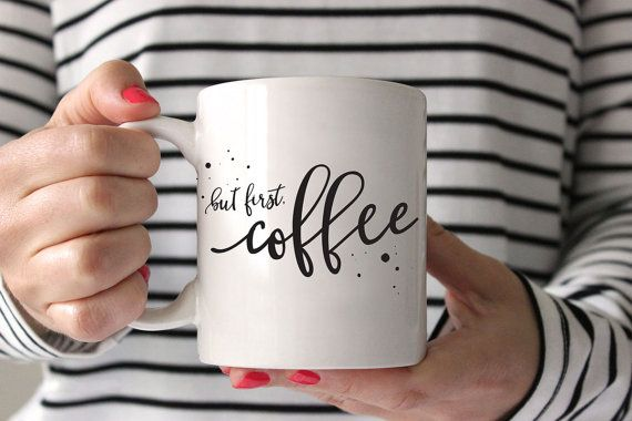 Votre café mérite un beau bateau et cette main lettrage mais dabord, café tasse…