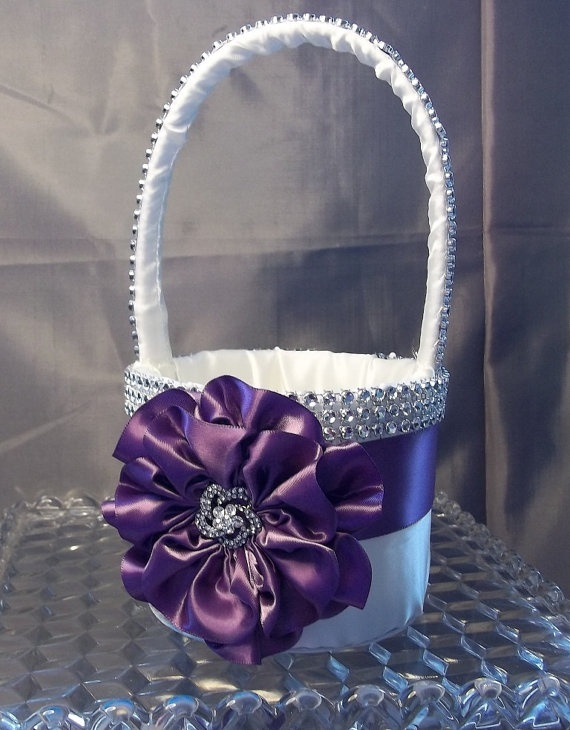 Such a cute basket for Miss B, my Flower Princess!  It's from AllAHeartDesires on Etsy!