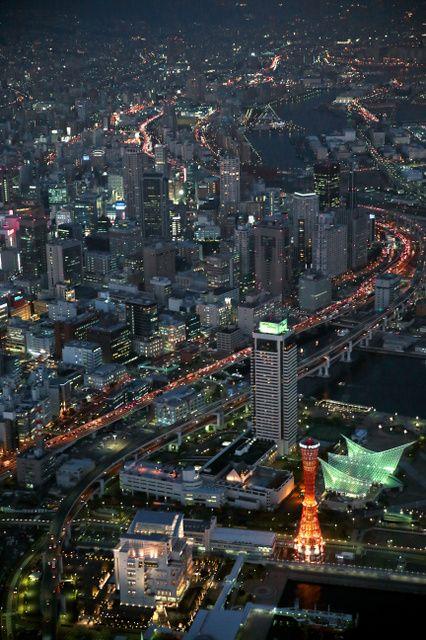 震災から20年を迎える神戸の夜景。あの日、停電で暗闇に包まれた街は、明かりを取り戻した=16日午後5時34分、神戸市中央区