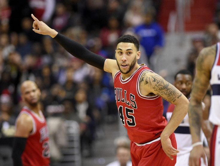 The Bulls should give Denzel Valentine a shot at point guard = It's no secret that Chicago Bulls point guards have been a disaster all season long. Whether it's Rajon Rondo, Jerian Grant or Michael Carter-Williams, Chicago is still…..