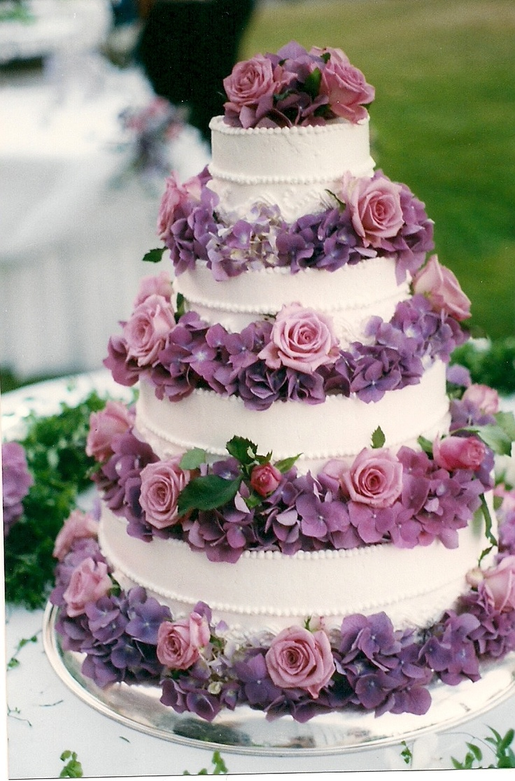 English Wedding Cake- Using flowers to decorate a white cake can be a fab way to save some pennies