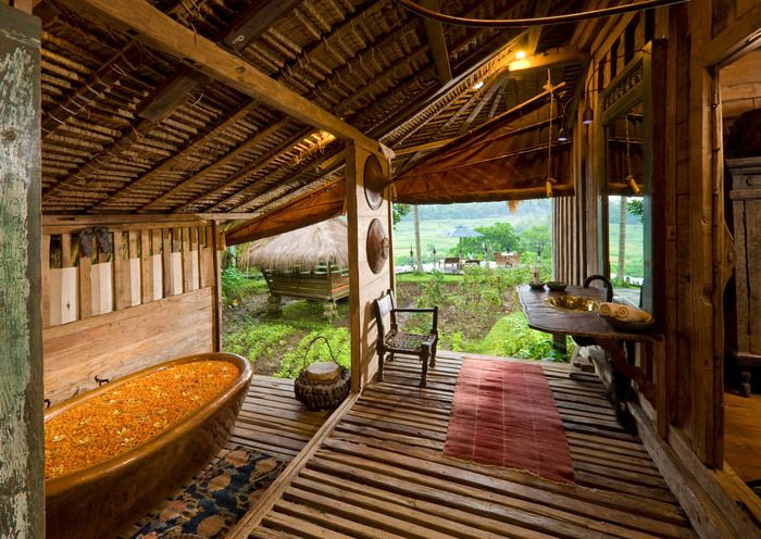 Rustic luxury: A semi-outdoor bathroom complete with a bath tub at Bambu Indah villa. Bathing here gives you the best view to the valley. (Photo courtesy of Bambu Indah)