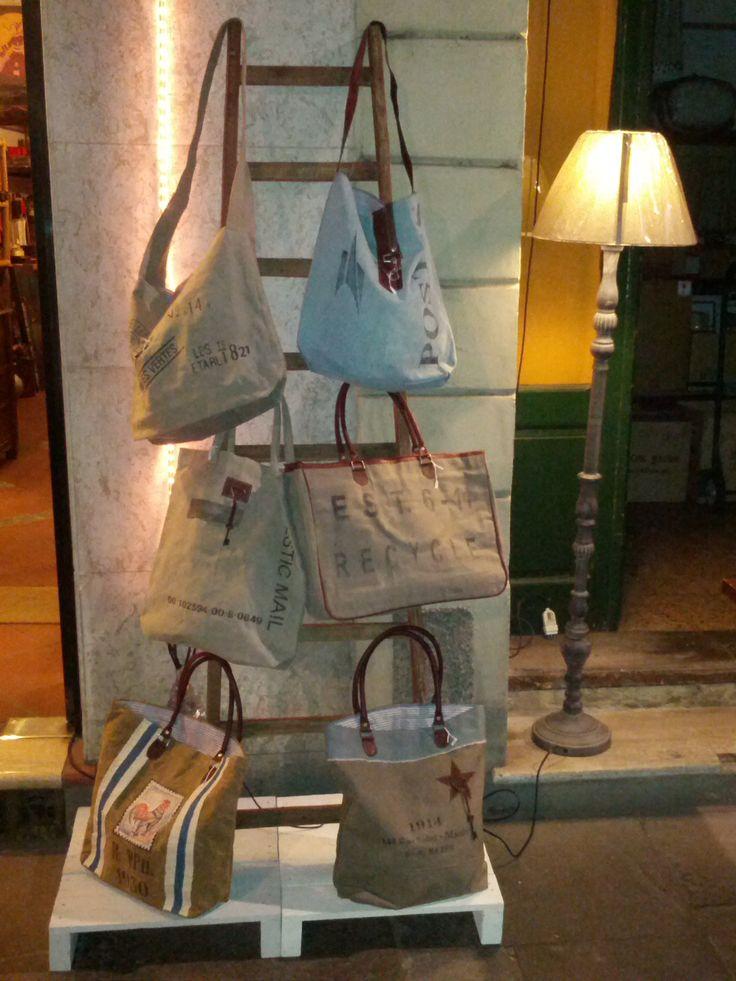 vari tipi di borse ,comode e capienti...I Tesori Coloniali #itesoricoloniali #bags #accessori #borse #moda #arredamenti