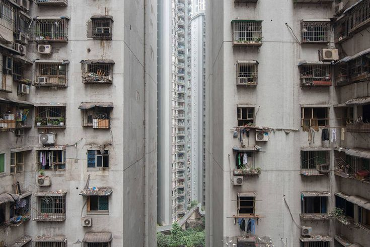 Urban Jungle of Chongqing  French photographer Raphael Olivier, based in Shanghai and we recently presented the work, offers the photograph of the Chongqing city, located in Western of China. It is a real urban jungle in mutation. The city is as big as the Austria and there are 30 millions of inhabitants. The city and the population are mostly still rural. The climate is almost tropical, that makes a unique city in the country.