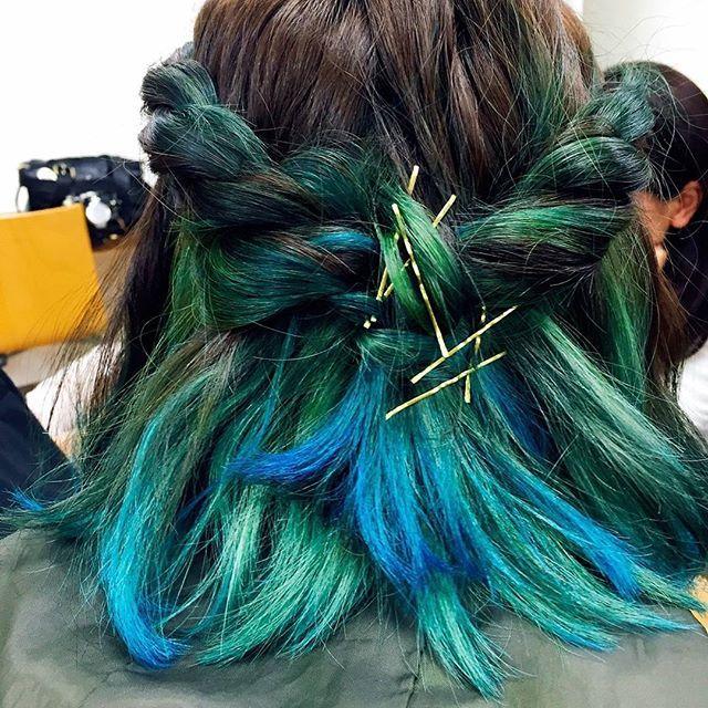 WEBSTA @ p.i.ero - 久々の加工無し。1日限定のぺろしの碧髪。海みたいでしょ。何気にお気に入りなのよ。ほんとは藍色にしたかったの。色が明るく出過ぎてしまったの。仕方が無いのでまた染めてるなう。#カラーリング #ヘアアレンジ #ボブ#マニックパニック #manicpanic #マニパニ #アフターミッドナイト #aftermidnight #青色 #蒼色 #碧色 #あおいろ#海みたい#1日限定 #でもまた染めたい #ランダムで #とても #お気に入り#初の #寒色#似合う?