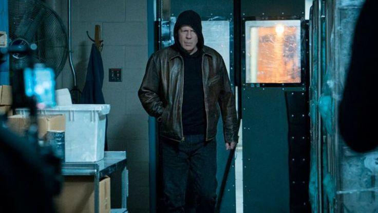 'Desejo de Matar', na trama Paul Kersey (Bruce Wilis) leva uma vida tranquila até o..